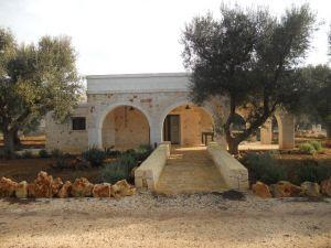 Fabbricato in pietra e trulli Rif. TR 207